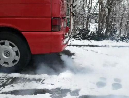 VW T4 Bus mit starkem Rauchen und Aussetzen